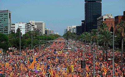 """Manifestação pró-independência Catalã em Barcelona, marcando o dia nacional da Catalunha, o """"Diada"""", que comemora a queda de Barcelona na guerra da sucessão espanhola em 1714 e subsequente perda da região."""