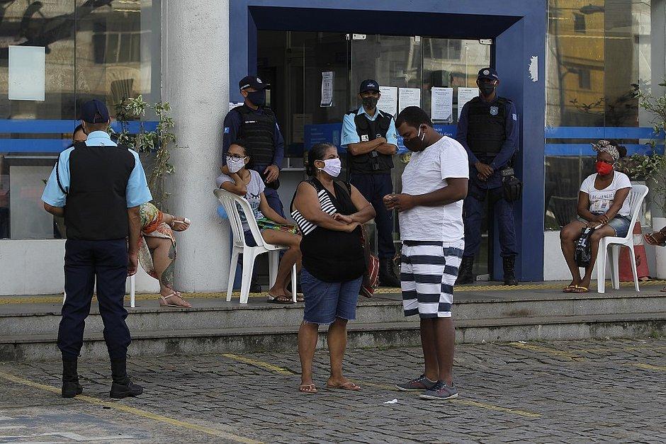 Agências da Caixa só poderão abrir para beneficiários dos auxílios da pandemia