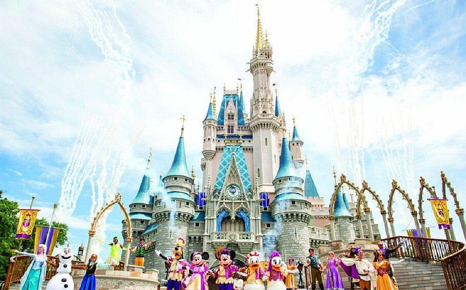 Disney reabre em meio a alta de notificações de coronavírus