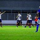 Gilberto comemora o segundo gol do Bahia, marcado por ele