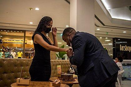Pedido de casamento no Shopping Bela Vista surpreende noiva