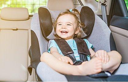 Nova lei da cadeirinha passa a valer no dia 12 de abril e reforça segurança para crianças