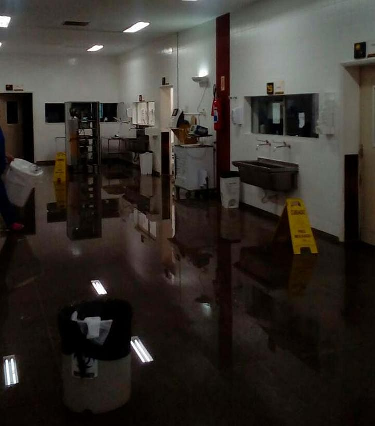 Chuva alaga centro cirúrgico do hospital Roberto Santos e cirurgias são adiadas