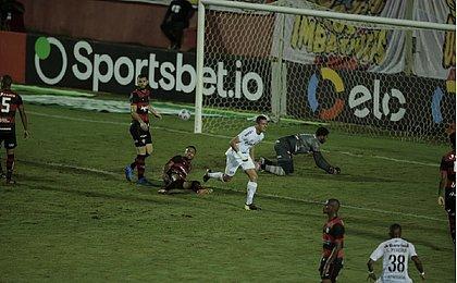 Vitória vacilou na defesa e agora vai ter que reverter em Porto Alegre para seguir vivo na Copa do Brasil