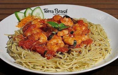 Espaguette com camarão - Terra Brssil