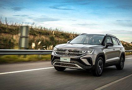 Produzido na Argentina, o Volkswagen Taos chega ao mercado brasileiro em duas versões, sempre com motor turbo