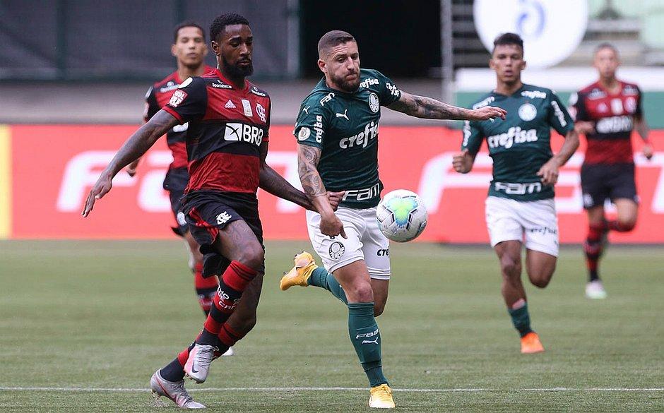 Gerson foi um dos poucos titulares do Flamengo em campo