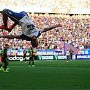 Gilberto comemorou primeiro gol com cambalhota
