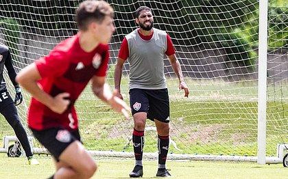 Wallace durante o treino do Vitória nesta terça-feira (29)