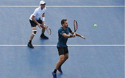 Jamie Murray e Bruno Soares foram surpreendidos na estreia do Torneio de Viena