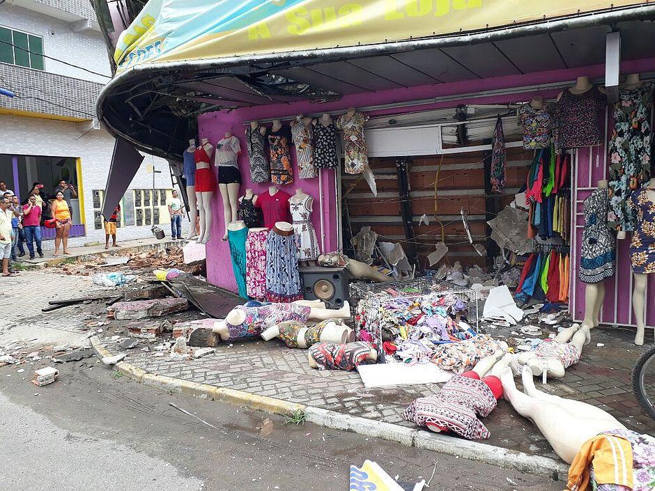 451cd6babe625 Cinco pessoas ficam feridas após prédio desabar em Itabuna - Jornal ...