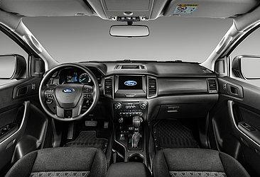 Essa configuração tem bancos forrados em tecido, central multimídia e sete airbags