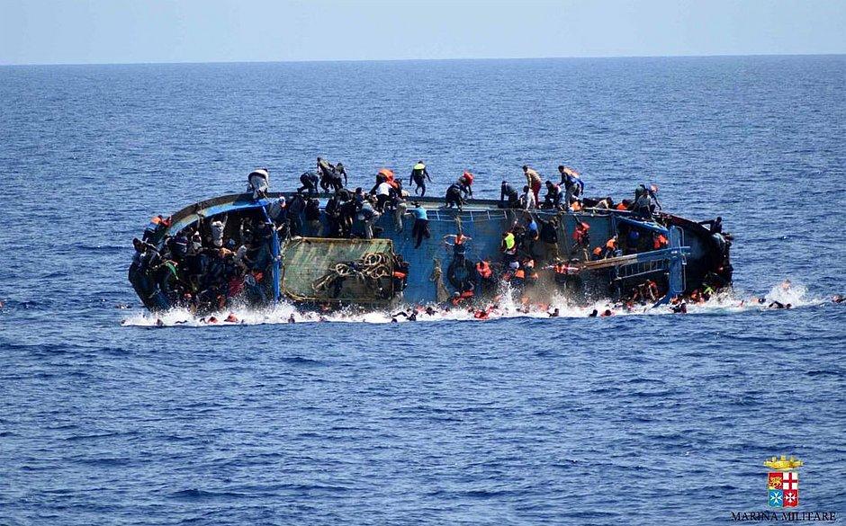 Naufrágio deixa 115 imigrantes desaparecidos na Líbia