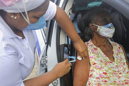 Sem imunizantes, Salvador suspende vacinação da 1ª dose