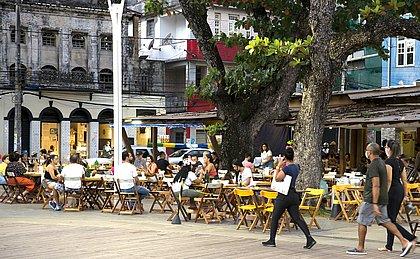 Bares e restaurantes voltam a encher e consumo cresce 50% em julho