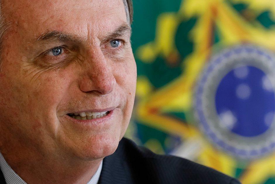 Bolsonaro passa réveillon com a família e deseja 2020 'tão vitorioso' quanto 2019