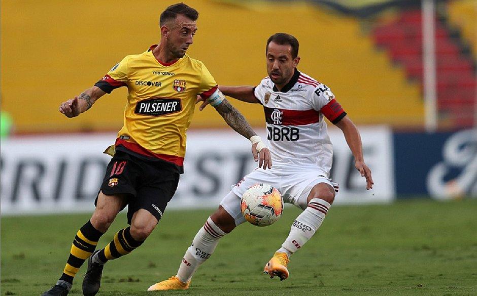 Everton Ribeiro é um dos 16 jogadores do Flamengo infectados com o coronavírus