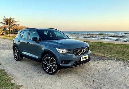 A Volvo começou a oferecer neste ano uma configuração híbrida plug-in do XC40. Com o acabamento R-Design, que tem detalhes esportivos, custa R$ 264.950