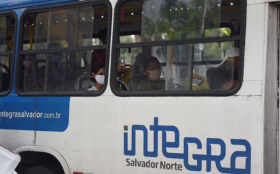 Ônibus, só de máscara: exigência será fiscalizada e começa a valer nesta quinta (23)