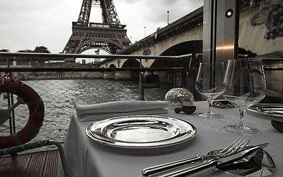 """""""Ducasse sur Seine"""", novo projeto de um dos chefes de cozinha mais famosos da França, Alain Ducasse. O restaurante funcionará num barco no rio Sena, próximo à torre Eiffel."""