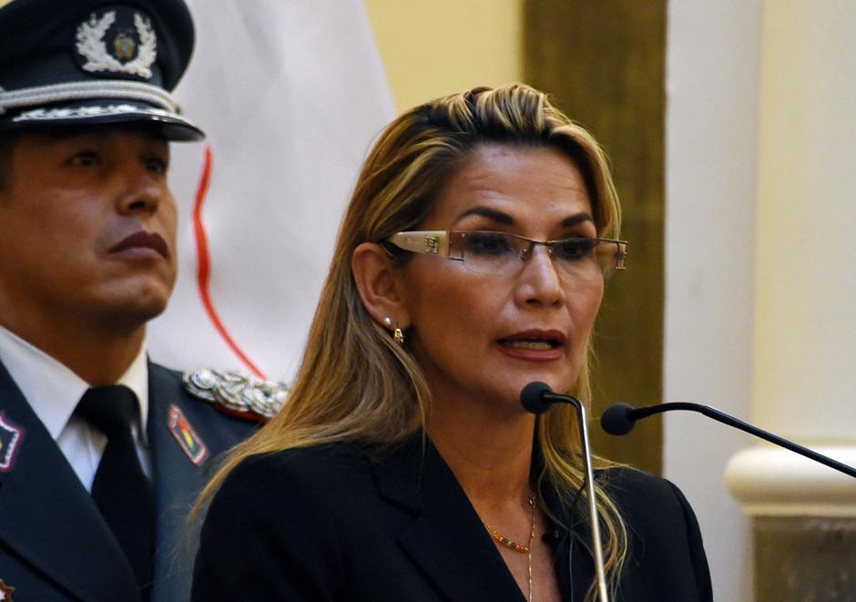 Presidente interina da Bolívia pede que todos seus ministros renunciem