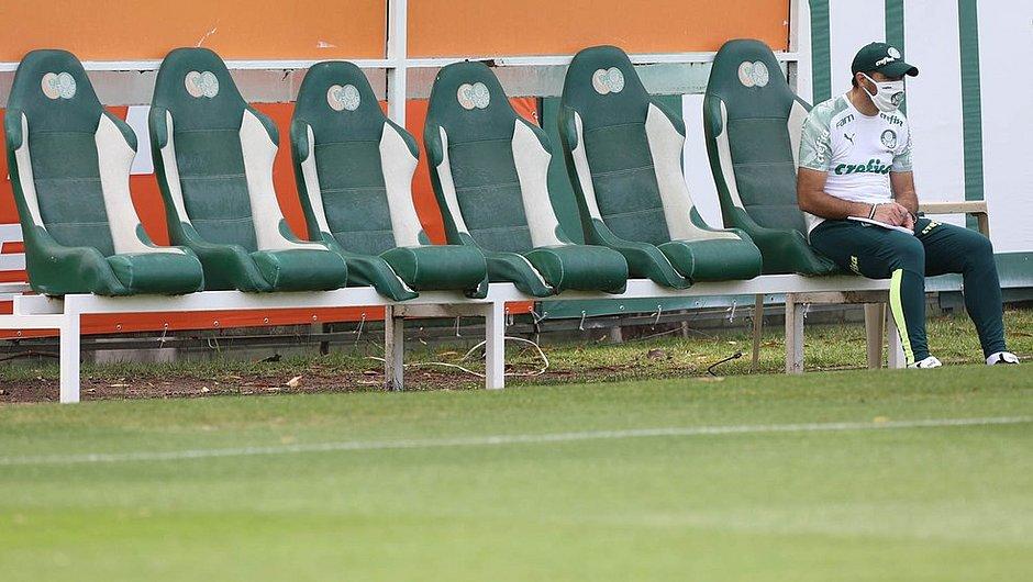Abel Ferreira, técnico do Palmeiras, em treino no início da semana