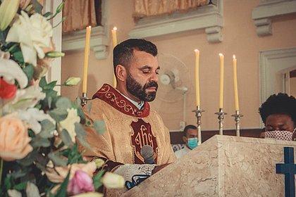 Padre é obrigado a renunciar em Catu e fiéis se revoltam: 'Igreja deveria perdoar'