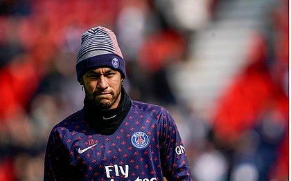 Neymar é suspenso pela Federação Francesa de Futebol por ter agredido torcedor na arquibancada