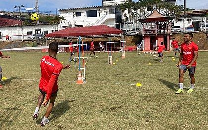 Elenco do Vitória realiza treino regenerativo na Toca do Leão