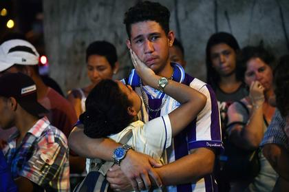 Corpos de vítimas de massacre em escola são velados em estádio de Suzano