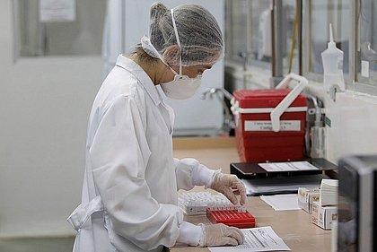 Pesquisadores identificam possível nova linhagem de covid-19 no Brasil
