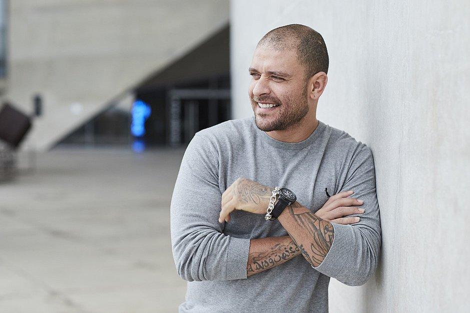 Diogo Nogueira equilibra novidade e tradição em show na Concha