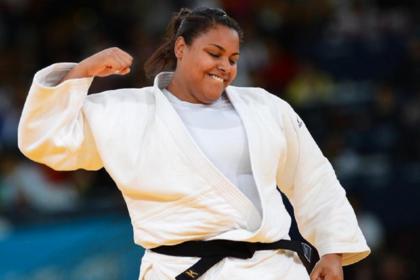 Maria Suelen sofre lesão no joelho e será submetida a cirurgia no Brasil