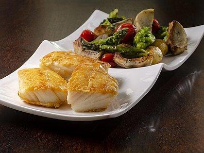 Bacalhau assado com batatas rústicas e alcachofra do Fasano