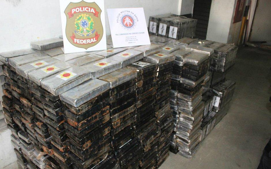Polícia encontra 1,3 tonelada de cocaína em galpão de Pirajá