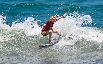Tatiana Weston-Webb em ação na praia japonesa