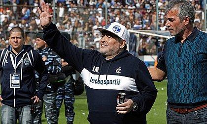 Última passagem de Maradona pelo futebol argentino teve homenagens de rivais