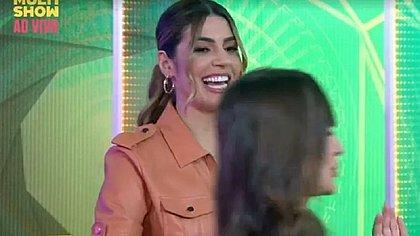 Ex-BBB Thaís comete gafe ao vivo e atrapalha programa do Multishow