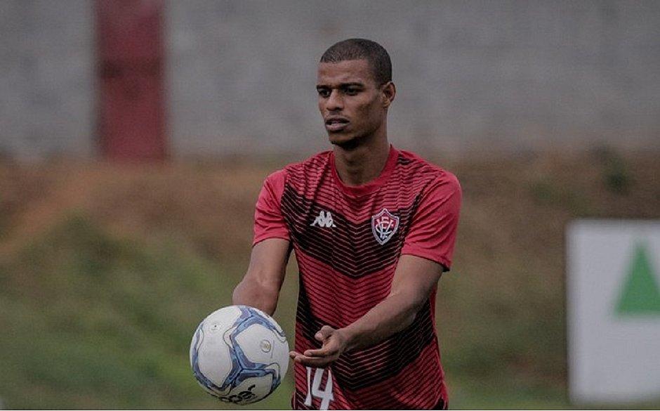 Recuperado, Lucas Cândido está entre os relacionados para enfrentar o Cruzeiro
