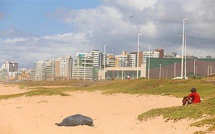 corpo foi encontrado por uma pessoa que estava na praia