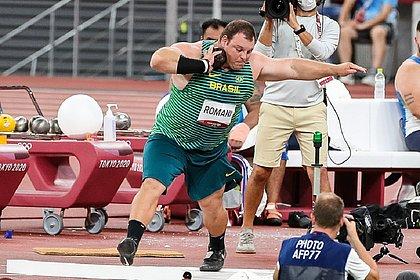 Darlan Romani durante disputa nos Jogos de Tóquio