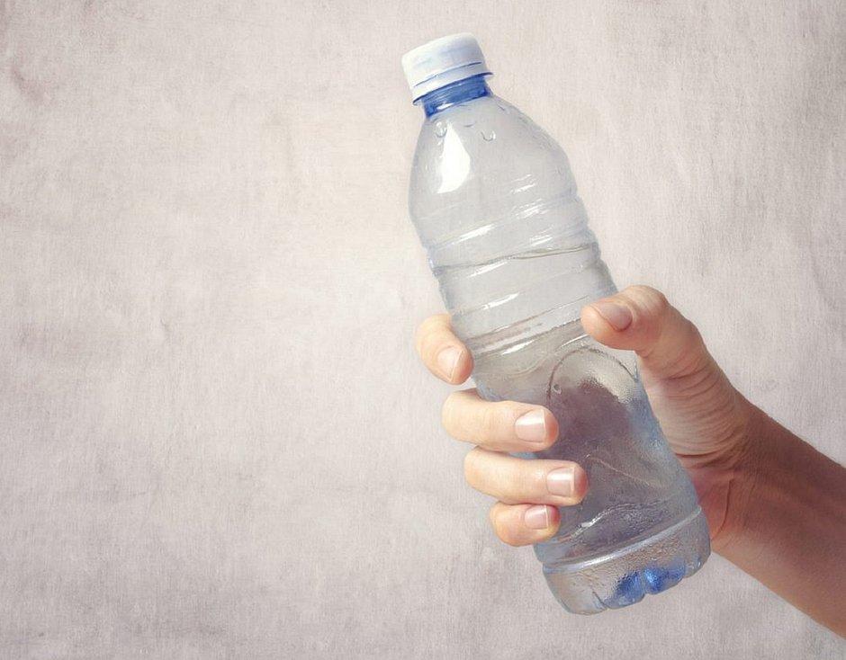 Mais de 70% dos consumidores tem medo de beber água mineral na rua