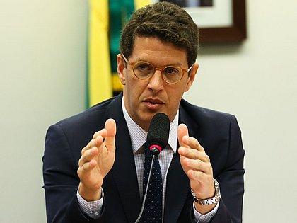 AGU defende extinção de processo que pede afastamento de Salles