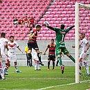 Ronaldo faz defesa à queima-roupa em cabeçada de Leandro Barcía