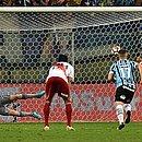 Martínez bate pênalti que deu a classificação ao River