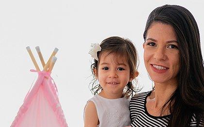 Maíra já vendeu mais de 200 cabaninhas que ajudaram a garantir o tratamento de saúde da pequena Sofia