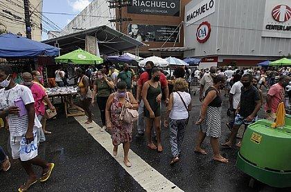 Movimento na Av. Sete, em Salvador, nem lembra que estamos em uma pandemia e que ainda não existe vacina para o coronavírus