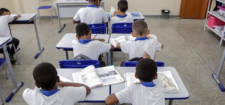 Volta às aulas só deve acontecer com taxa de ocupação de UTI abaixo de 65%, diz Neto