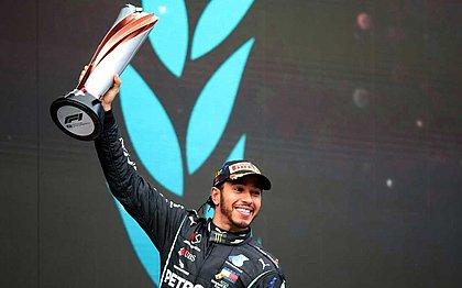 Hamilton assinou renovação com a Mercedes até o fim deste ano