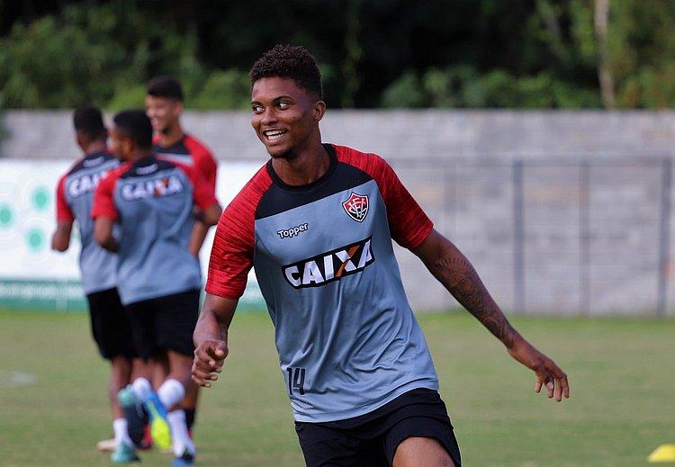 Vitória encaminha venda de Lucas Ribeiro para time da Alemanha